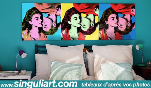 Tableau pop art de couple au dessus du lit dans une chambre d'amoureux.